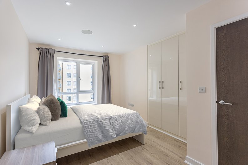 2 bedroom(s) apartment to sale in Aerodrome Road, Colindale, London-image 8