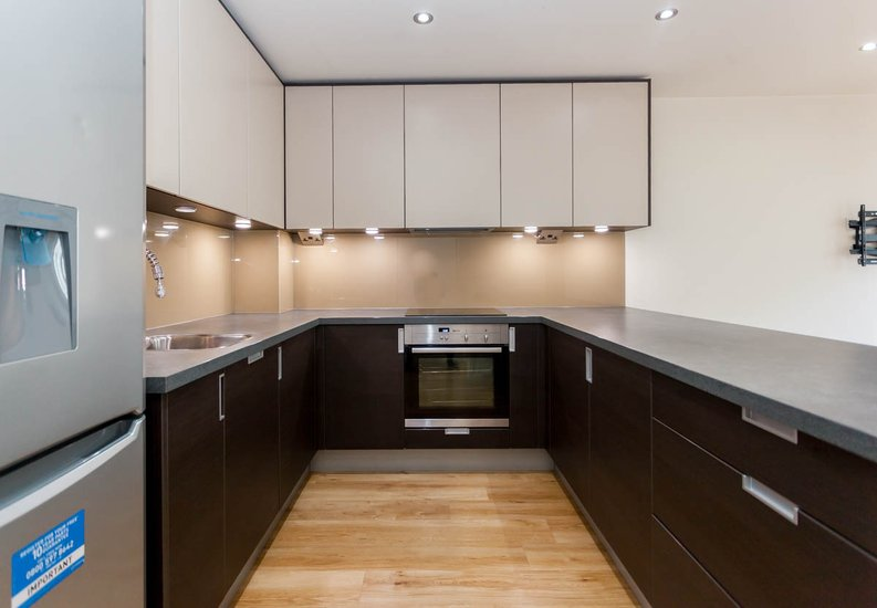 2 bedroom(s) apartment to sale in East Drive, Colindale, London-image 2