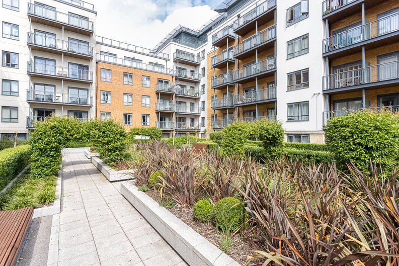 2 bedroom(s) apartment to sale in Aerodrome Road, Colindale, London-image 26