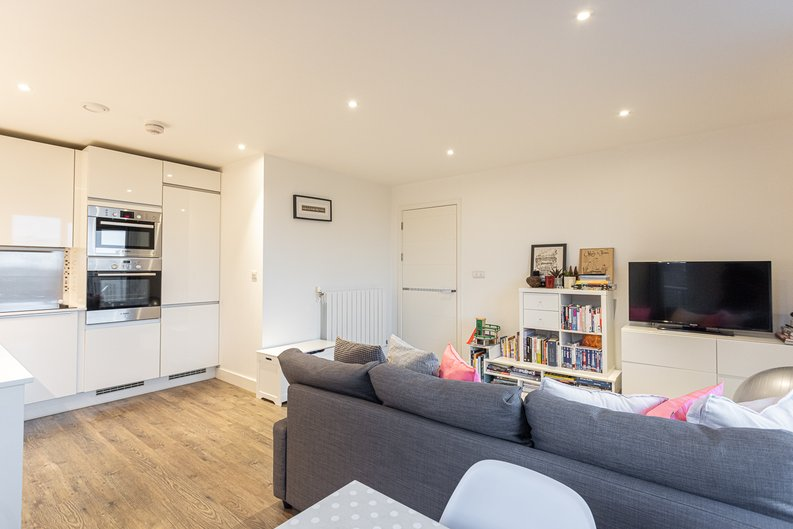 2 bedroom(s) apartment to sale in Cadmus Court, Seafarer Way, Surrey Quays, London-image 8