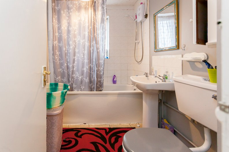 2 bedroom(s) apartment to sale in Greenslade Road, Greater London, Barking-image 6