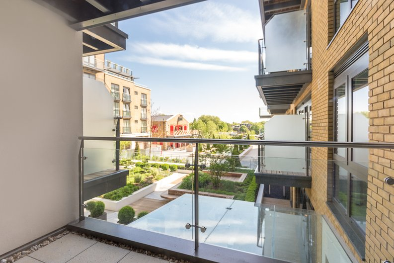 2 bedroom(s) apartment to sale in Rothschild House, 8 Kew Bridge Road, Greater London, Brentford-image 13
