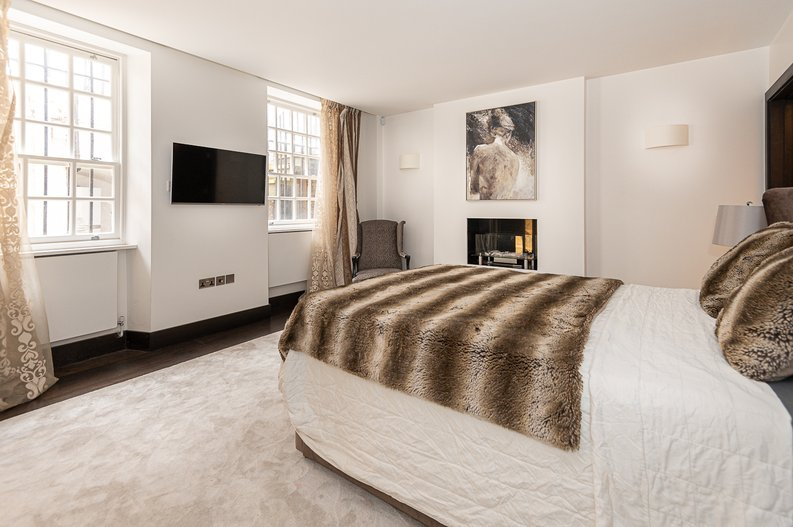 2 bedroom(s) apartment to sale in Park Street, Mayfair, London-image 25