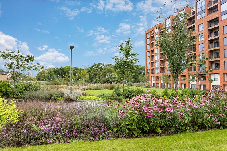 2 bedroom(s) apartment to sale in Lismore Boulevard, Colindale, Colindale Gardens, London-image 15