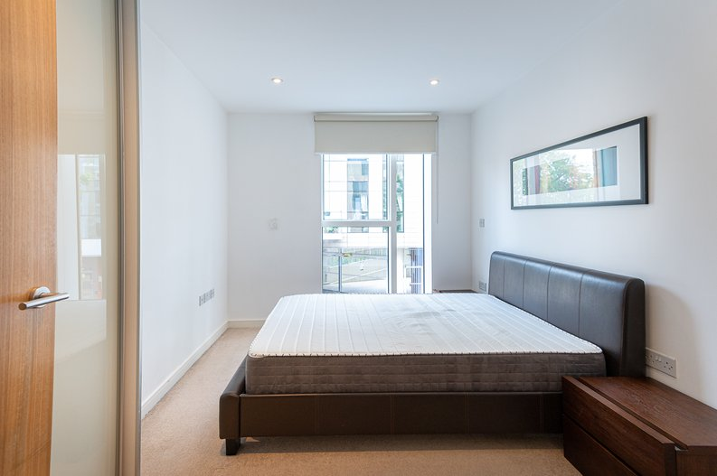 1 bedroom(s) apartment to sale in Waterside Apartments, Goodchild Road, Woodbury Down, London-image 3