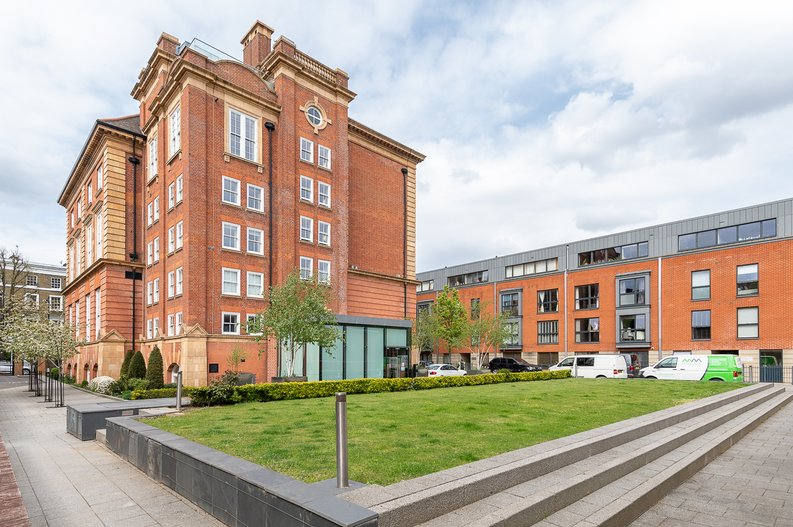 1 bedroom(s) apartment to sale in Gore House, Drummond Way, Islington, London-image 8