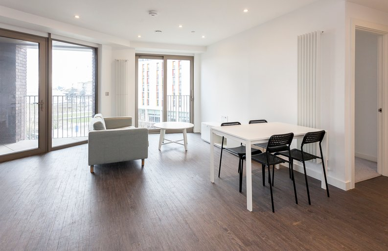 1 bedroom(s) apartment to sale in Royal Dock West, 12 Western Gateway, London-image 8