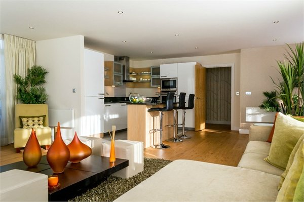 3 bedroom(s) apartment to sale in Amelia House, Boulevard Drive, Beaufort Park, Colindale-image 4