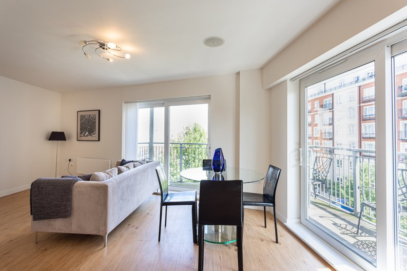 1 bedroom(s) apartment to sale in Boulevard Drive, Colindale, London-image 2