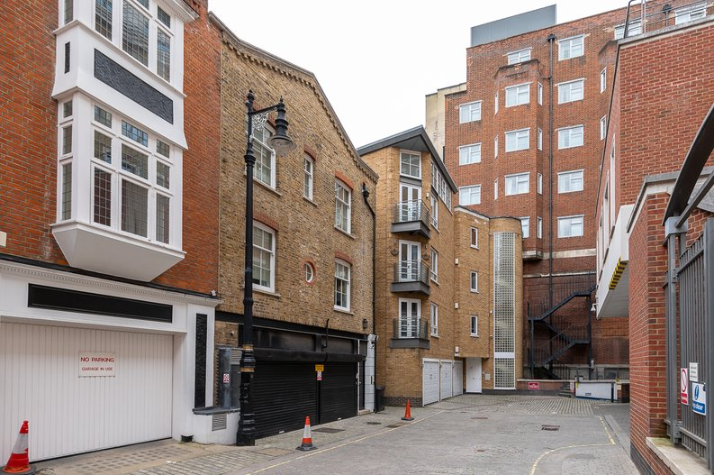 1 bedroom(s) apartment to sale in Clarges Mews, Mayfair-image 5