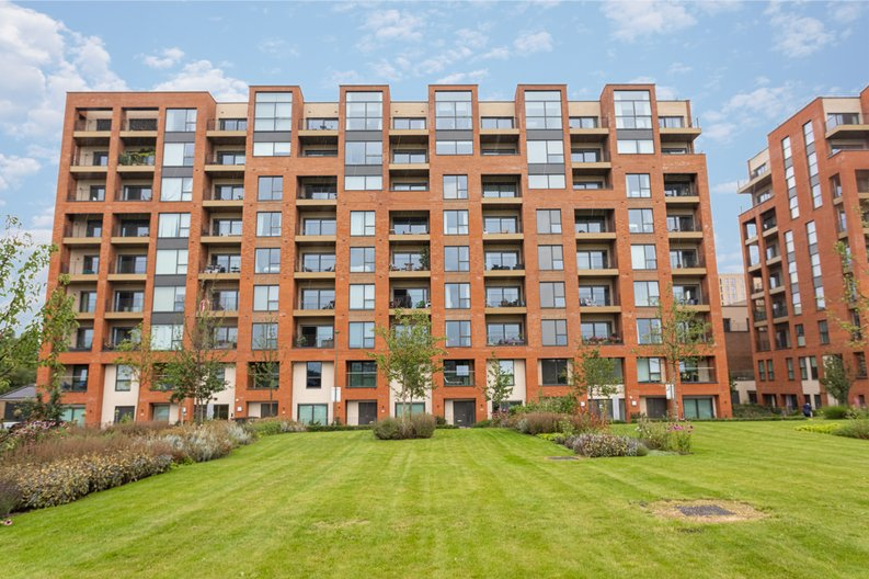 2 bedroom(s) apartment to sale in Colindale Gardens, London-image 21