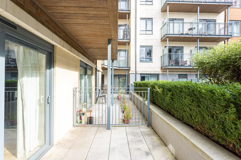 Studio apartment to sale in Boulevard Drive, Colindale, London-image 12