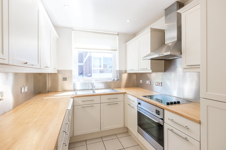 1 bedroom(s) apartment to sale in Imperial Towers, Netherhall Gardens, London-image 3