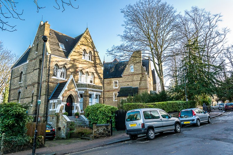 2 bedroom(s) apartment to sale in Crescent Road, Crouch End, London-image 1
