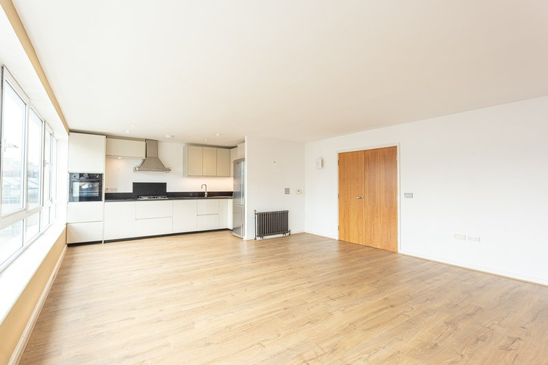 2 bedroom(s) apartment to sale in Hopton Road, Woolwich, London-image 12