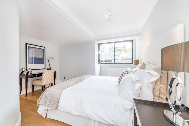 3 bedroom(s) apartment to sale in Drayton Gardens, Chelsea, London-image 18