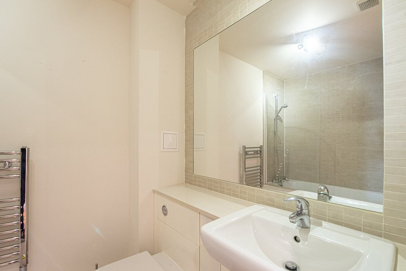 1 bedroom(s) apartment to sale in Heritage Avenue, London-image 8