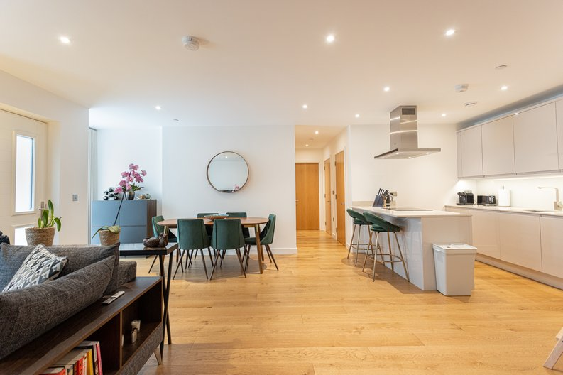 2 bedroom(s) apartment to sale in Colindale Gardens, London-image 6