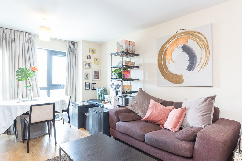 1 bedroom(s) apartment to sale in Warneford Court, Mannock Close, Colindale-image 2