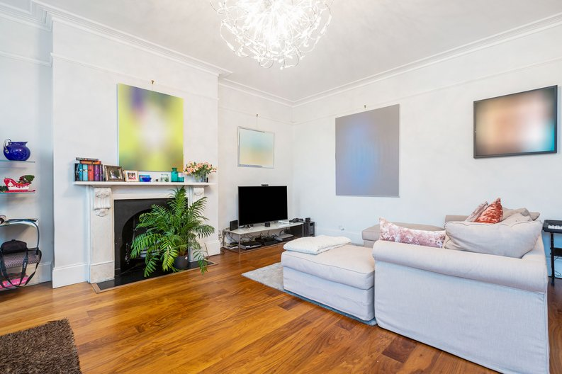 3 bedroom(s) apartment to sale in The Green, Surrey, Richmond-image 7