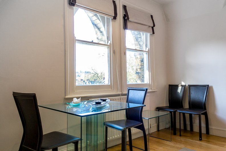 2 bedroom(s) apartment to sale in Crescent Road, Crouch End, London-image 4