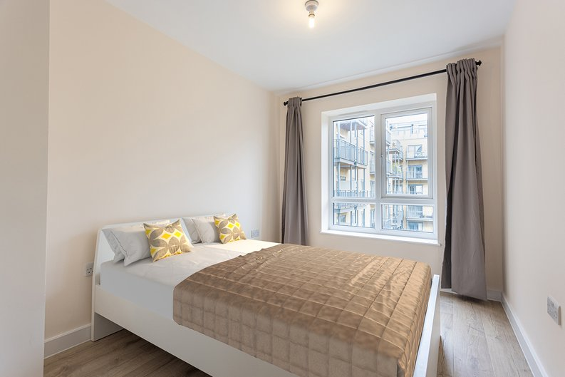 2 bedroom(s) apartment to sale in Aerodrome Road, Colindale, London-image 3