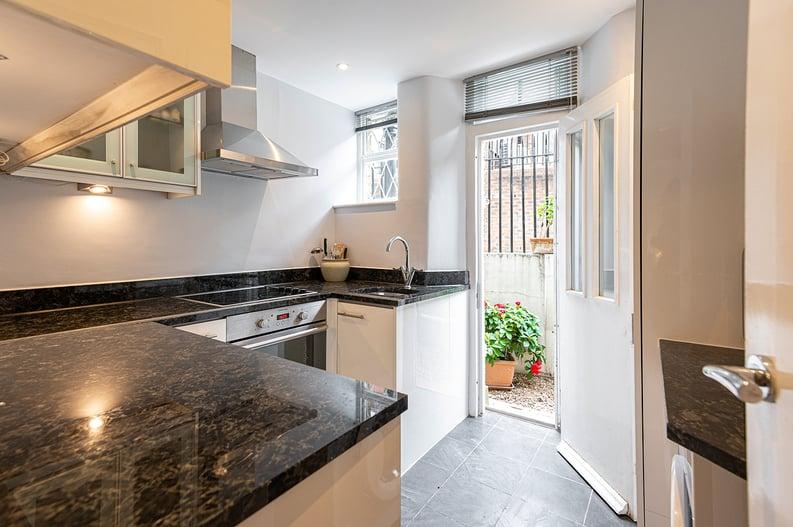 3 bedroom(s) apartment to sale in Walton Street, Kensington/Chelsea, London-image 2