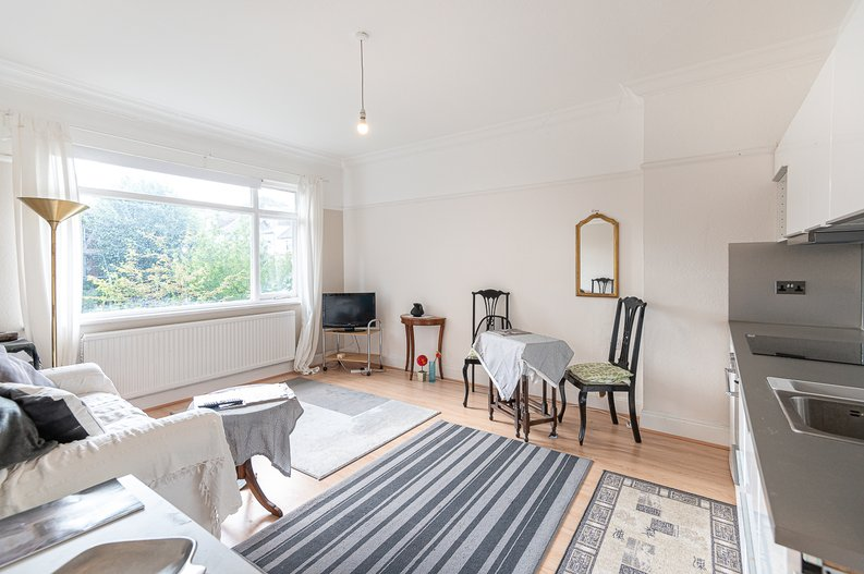 2 bedroom(s) apartment to sale in Cholmeley Park, Highgate Village, London-image 2