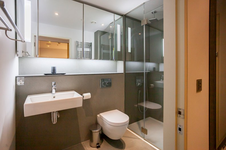 2 bedroom(s) apartment to sale in Marconi House, 335 Strand, London-image 4