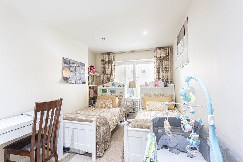 2 bedroom(s) apartment to sale in Boulevard Drive, Colindale, London-image 8
