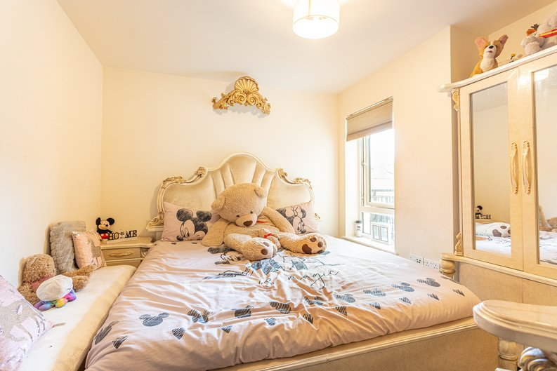 2 bedroom(s) apartment to sale in Beaufort Square, Colindale, London-image 9
