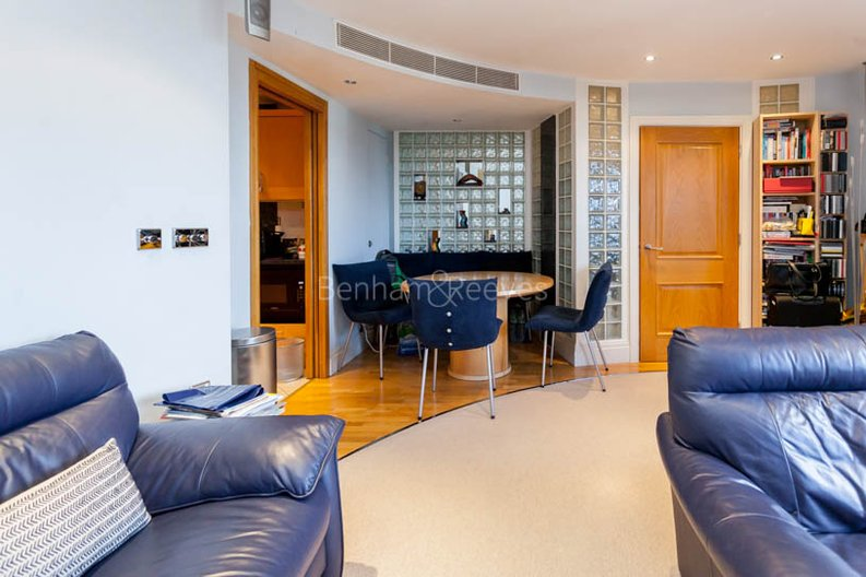 1 bedroom(s) apartment to sale in Harbour Reach, Imperial Wharf, London-image 4