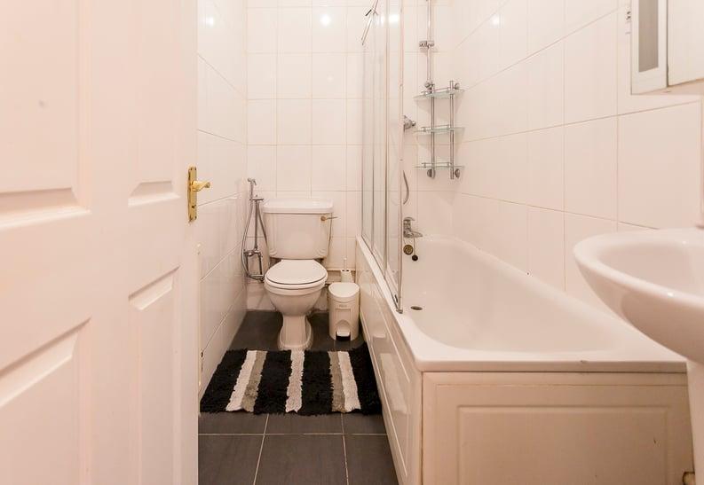 2 bedroom(s) apartment to sale in Kensington House 157-159 Notting Hill Gate, Kensington-image 4