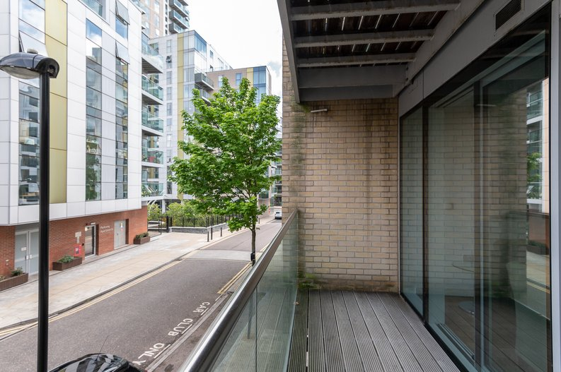 1 bedroom(s) apartment to sale in Waterside Apartments, Goodchild Road, Woodbury Down, London-image 5