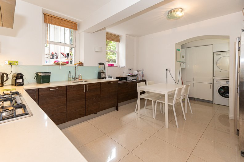 2 bedroom(s) apartment to sale in Thurlow Road, Hampstead, London-image 14