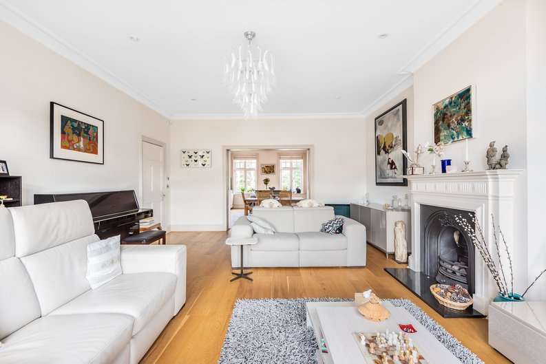 4 bedroom(s) apartment to sale in Bracknell Gardens, Hampstead, London-image 12