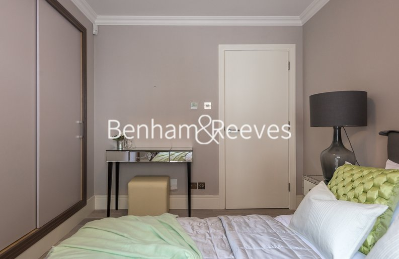 1 bedroom(s) apartment to sale in Clarges Mews, London-image 13