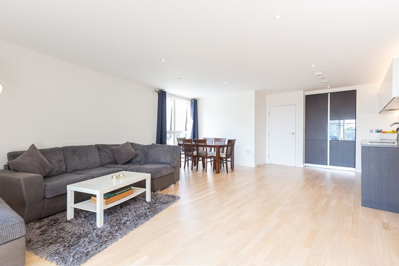 2 bedroom(s) apartment to sale in Hyperion Tower, Pump House Crescent, Greater London, Brentford-image 2