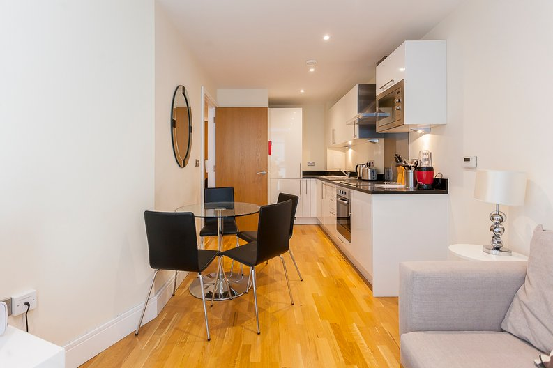 1 bedroom(s) apartment to sale in Cobalt Point, Lanterns Court, Millharbour, Canary Wharf, London-image 4