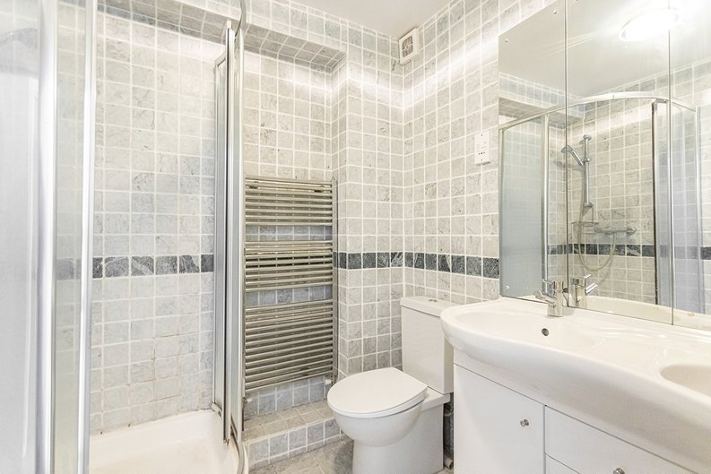 2 bedroom(s) apartment to sale in Imperial Court, Shepherds Hill, Highgate, London-image 4