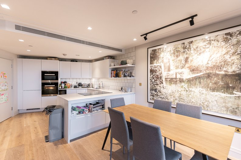 2 bedroom(s) apartment to sale in Queens Wharf, Crisp Road, Hammersmith-image 3