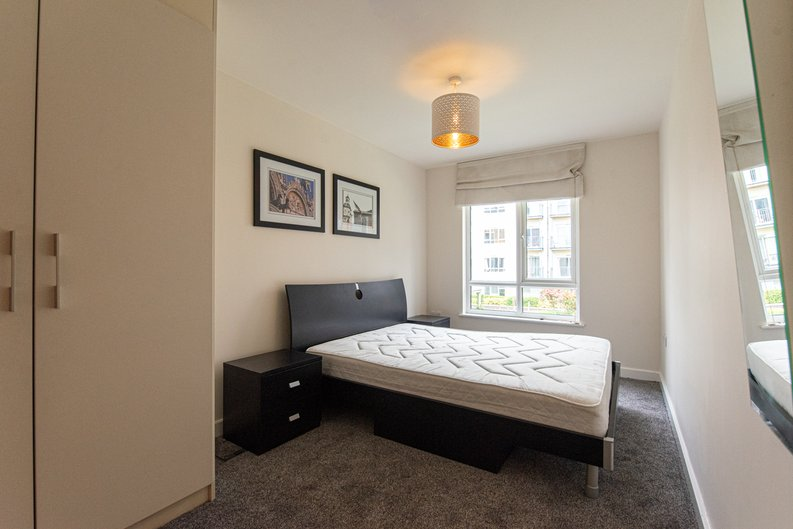 1 bedroom(s) apartment to sale in Heritage Avenue, London-image 3