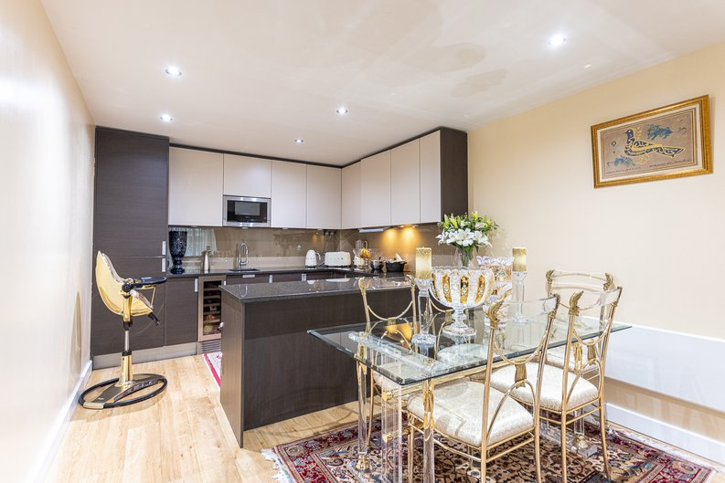 2 bedroom(s) apartment to sale in Boulevard Drive, London-image 12