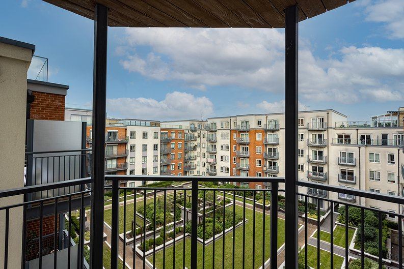 Studio apartment to sale in East Drive, Colindale, London-image 2