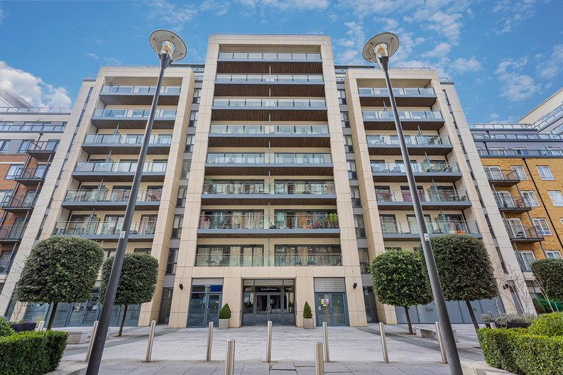 3 bedroom(s) apartment to sale in Boulevard Drive, Colindale, London-image 28