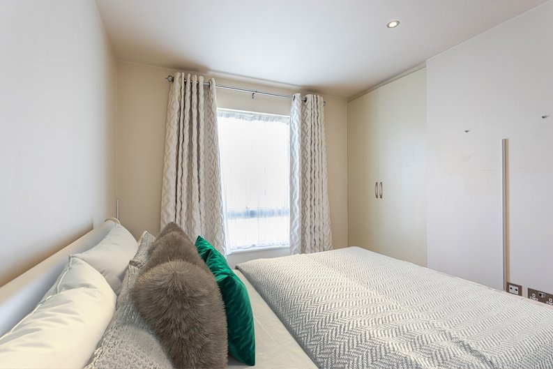 2 bedroom(s) apartment to sale in Heritage Avenue, London-image 13