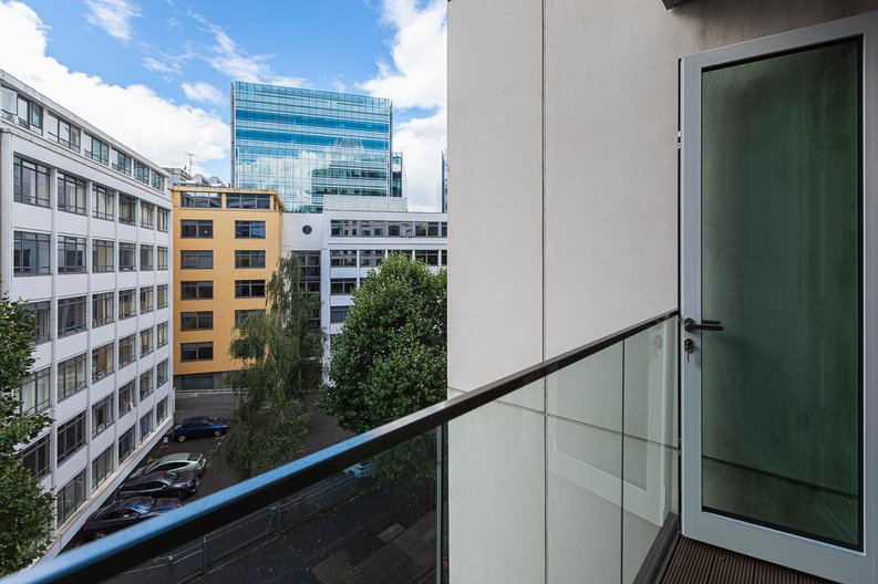 2 bedroom(s) apartment to sale in Marquis House, Sovereign Court, Hammersmith-image 5