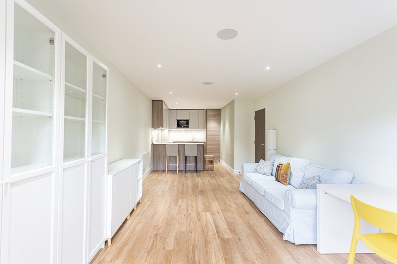 2 bedroom(s) apartment to sale in Aerodrome Road, Colindale, London-image 15