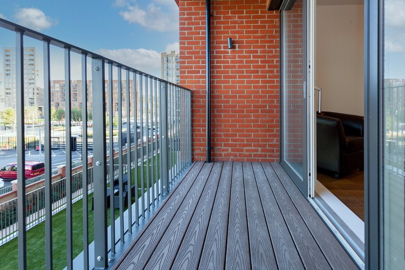 2 bedroom(s) apartment to sale in Lismore Boulevard, London-image 5
