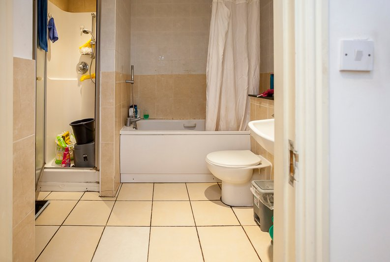 2 bedroom(s) apartment to sale in Sixpenny Court, Tanner Street, Barking-image 4